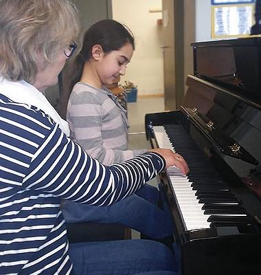 Die ersten Schüler konnten bereits Klavierstunden nehmen.